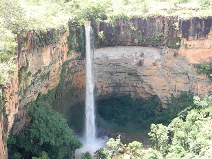 Cachoeira_Véu_da_Noiva_-_Chapada_dos_Guimarães_-_MT.jpg