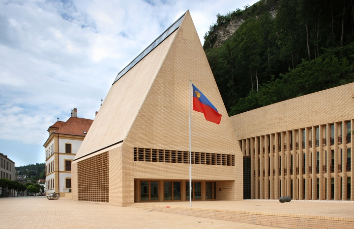 Landtagsgebäude_des_Fürstentums_Liechtenstein